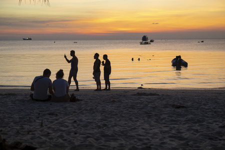 koh tao thailand - march6,2018 : foriegner tourist taking a relax activities on had sai ree beach one of most populart destination in koh tao thailand,koh  tao is one of most popular traveling destina 報道画像