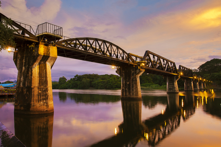 death bridge crossing khwa river in kanchanaburi thailand 스톡 콘텐츠