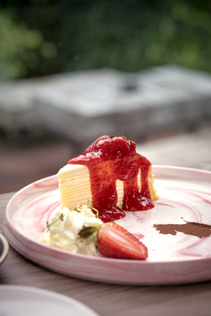 strawberry cheese cake on topping yam ready to eat 版權商用圖片