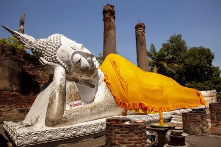 sleeping buddha statue in wat yai chaimongkol in ayutthaya province thailand Фото со стока - 119351038