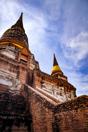 wat yai chaimongkol one of most popular traveling destination in ayutthaya thailand 版權商用圖片