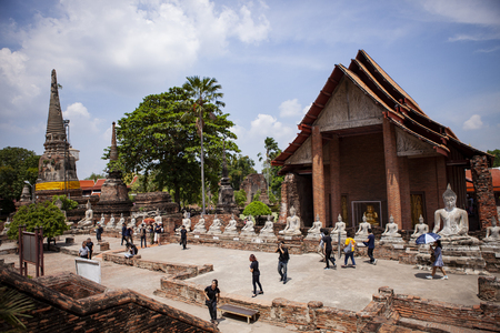 ayutthaya thailand - september14,2017 : tourist attraction to wat yai chaimongkol world heritage site of unesco in ayutthaya province thailand 新聞圖片