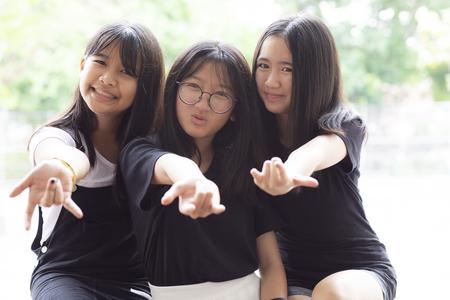 vrolijk van drie Aziatische tiener geluk emotie