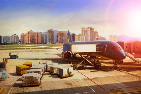 Frachtflugzeugbeladung für Logistik- und Transportunternehmen transport