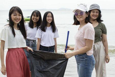 group of volunteers cleans sea beach Standard-Bild - 134653346