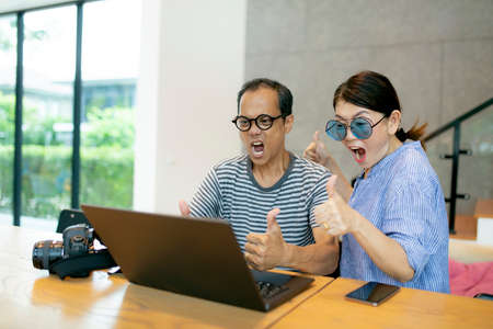 asian couples amazing face and looking to computer laptop screen Imagens