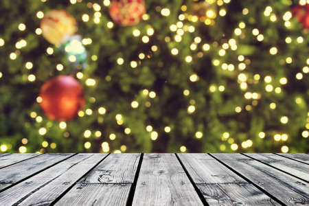 rustic wood table in front of christmas light night,abstract circular bokeh background Banque d'images