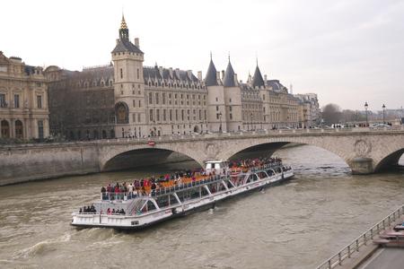cite: Cruise boat passes Change bridge of Seine river Editorial