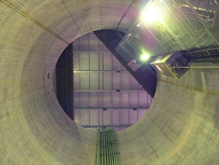 下から大きな垂直軸の表示