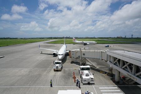 Okinawa, Japan-July 7, 2018: Miyako airport tarmac and runway 에디토리얼