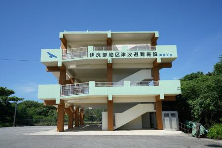 Okinawa, Japan-July 7, 2018: Tsunami shelter at Irabu island, Miyako, Okinawa. Capacity is 280 people. 写真素材 - 104637934