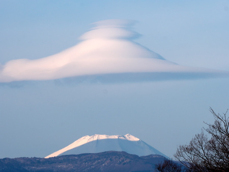 Tokyo, Japan-March 9, 2019: Cap cloud hovers over Mt. Fuji in the morning Stok Fotoğraf
