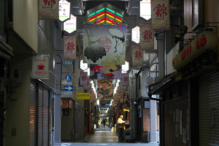 Kyoto, Japan-March 22, 2019: Nishiki market or Kyoto's Kitchen in Kyoto in the morning Stok Fotoğraf - 120226192