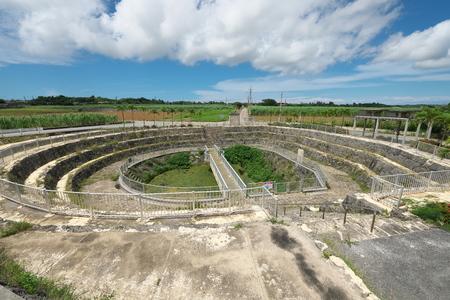Miyako island, Japan-June 26, 2019: Cut Off Wall of Fukusato Underground Dam in Miyako island, Okinawa 新聞圖片