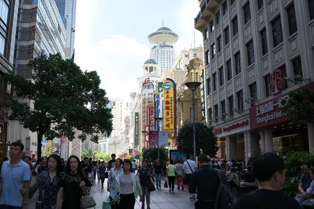 Shanghai,China-September 18, 2019: Very Busy East East Nanjing in Shanghai in early autumn 写真素材 - 133366764