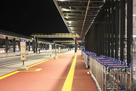 Narita,Chiba-December 4, 2019: Bus stops at Narita International Airport Second Terminal 写真素材 - 135669598