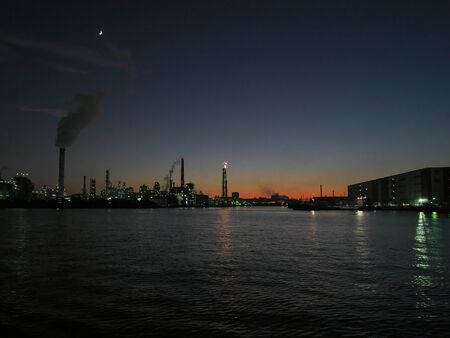 Kanagawa,Japan-December 1, 2019: Flare Stack Observed from Canal in Tokyo at Night. 写真素材 - 135769524