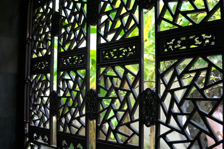 Suzhou,China-September 14, 2019: Lattice window or ornamental window in LiuYuan garden or Lingering garden, one of the wor ld heritage in Suzhou, China 写真素材 - 136267002