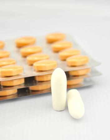 Z�pfchen Tablette und Blister zeigen Medizin Hintergrund