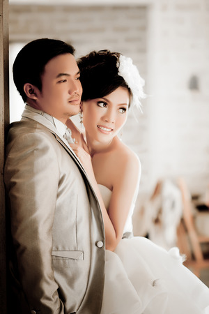 Asian Brautpaar zeigen Konzept der Liebe Lizenzfreie Bilder