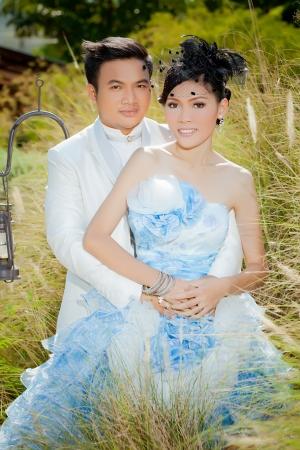 Hochzeitspaar zeigen Konzept der Liebe
