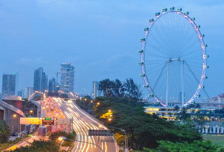 SINGAPUR-August 21: Nachtansicht der Singapur-Stadt-Skyline am 21. August 2013 in Singapore.Singapore Skyline bei Nacht