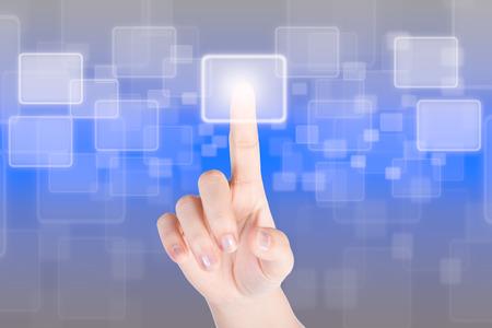 Hand Dr�cken der Taste mit Technologie-Hintergrund Lizenzfreie Bilder