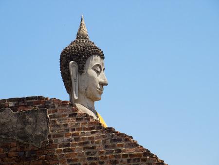 Up Gesicht der Buddha im Wat Yai Chai Mongkol-Tempel von Ayutthaya, Thailand geschlossen