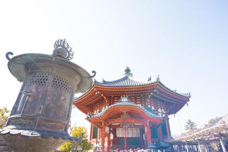 octogonal: NARA, JAPAN-JANUARY 31, 2016;The Northern Octagonal Halls of Kofukuji temple. Foto de archivo