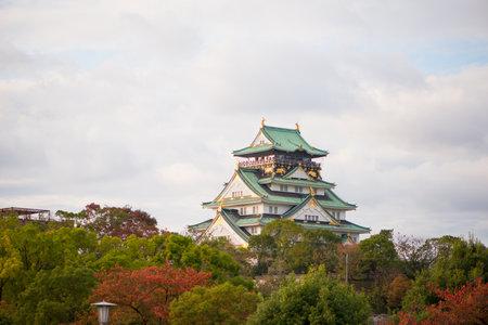 Osaka Castle in autumn season at Osaka, Japan Redakční