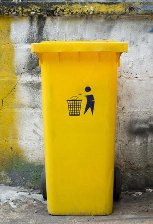 discard: yellow dustbin with symbol