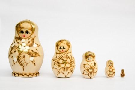 comprise: set of painted russian dolls