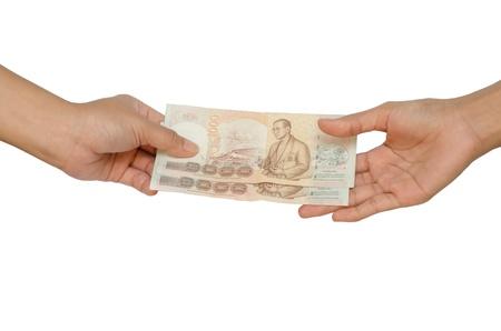 dare soldi: mano dare soldi su sfondo bianco