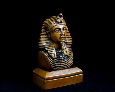 egyptian cobra: Vecchia statua faraone egiziano, Souvenir.