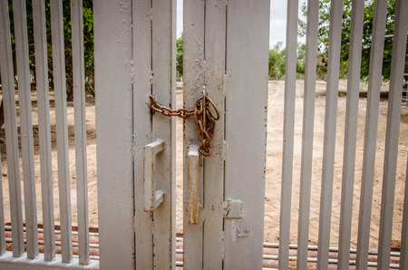 barred: the Iron Chain on a barred Double Gate