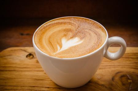 capuchino: Copa del Cappuccino Café con Latte Art. Foto de archivo