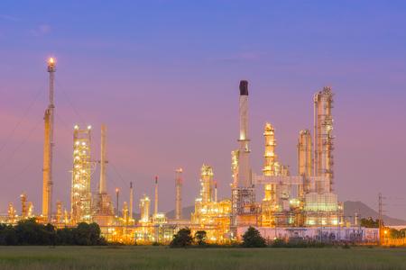 Twilight of refinery plant. Standard-Bild