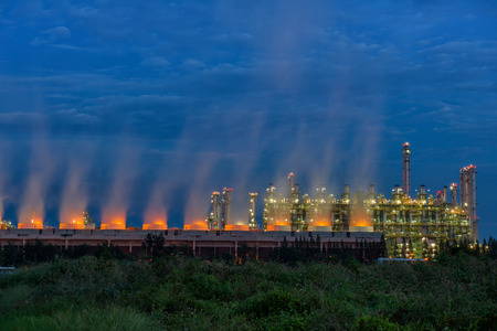 contaminaci�n de aire: Steam cooling tower of oil refinery plant.