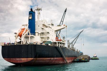 unloading: Shipping unloading in the ocean. Business transportation.