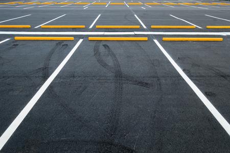 Lege parkeerplaatsen, Openbare openbare parkeerplaats. Stockfoto