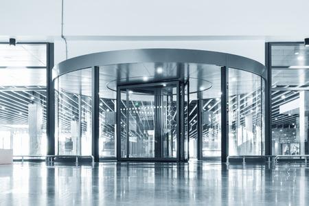 Entree aluminium deur, interieur design. Stockfoto