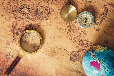Navigation Explore of Journey Planning., Travel Destination and Expedition Plan Vacation trip., Close Up of Layout Magnifying Glass, Compass, Global Model on The World Map Background. 免版税图像