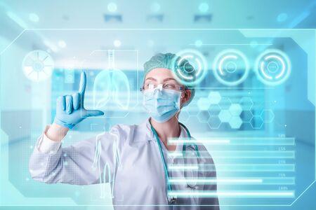 Docteur en médecine Diagnostic Coronavirus Covid-19 Rapport de santé du patient sur les données virtuelles de l'interface numérique dans l'hôpital de laboratoire. Médecins de médecine futuriste, examen d'infection par le virus Corona, soins de santé