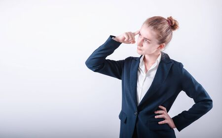 Portrait of Business Woman in Doubting Confused Emotion on Isolated White Background, Businesswoman in Confuse Puzzled Expression While Thinking Solution. Confusion Puzzled and Asking Concept Foto de archivo