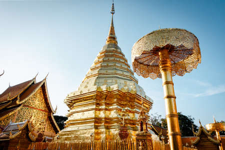 Beautiful Majestic Gold Pagoda of Spirituality Worship Place in Thailand. Historical Ancient Temple With Architecture Art of Doi Suthep, Chiang Mai. Thai Cultural and Travel Destination of Thailand. 免版税图像