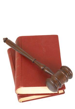 parlamentario: martillo con el libro sobre fondo blanco