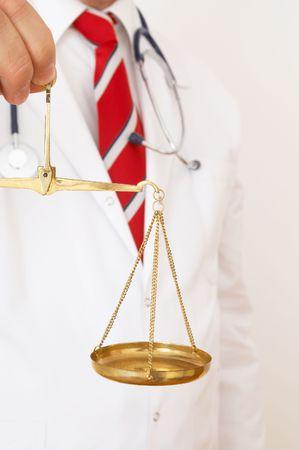 balanza de laboratorio: m�dico dispuesto a decidir, someras DOF