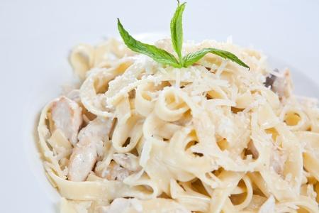 lasagna: Pasta de fettuccine de pollo est� listo para comer Foto de archivo