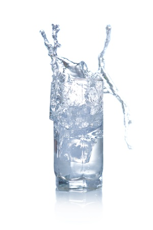 potable: Water splashing and overflowing from glass