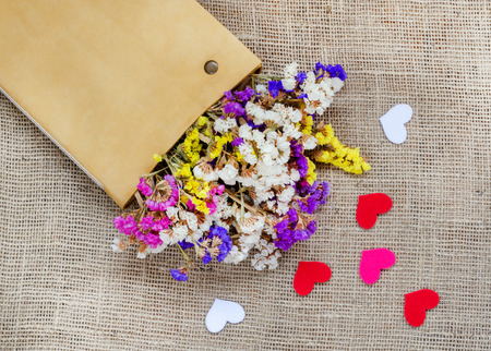 bagging: Boxes for gifts with flowers and paper hearts